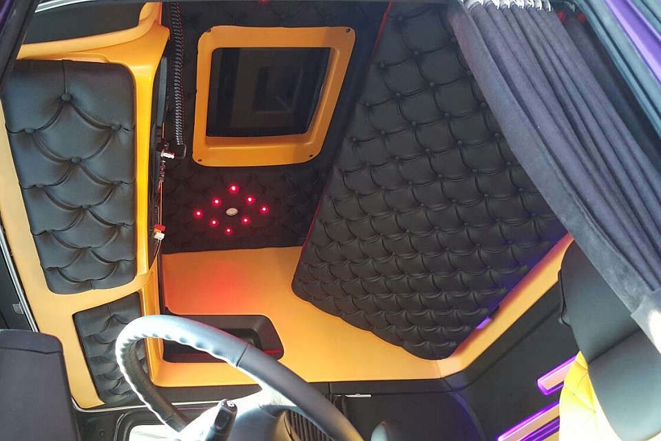 https://www.truckinteriors.nl/site/complete-truck-bekleding/$FILE/complete-truck-bekleding-960x640-6.jpg