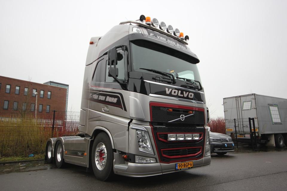 Truck interieur voor F. van den Berg