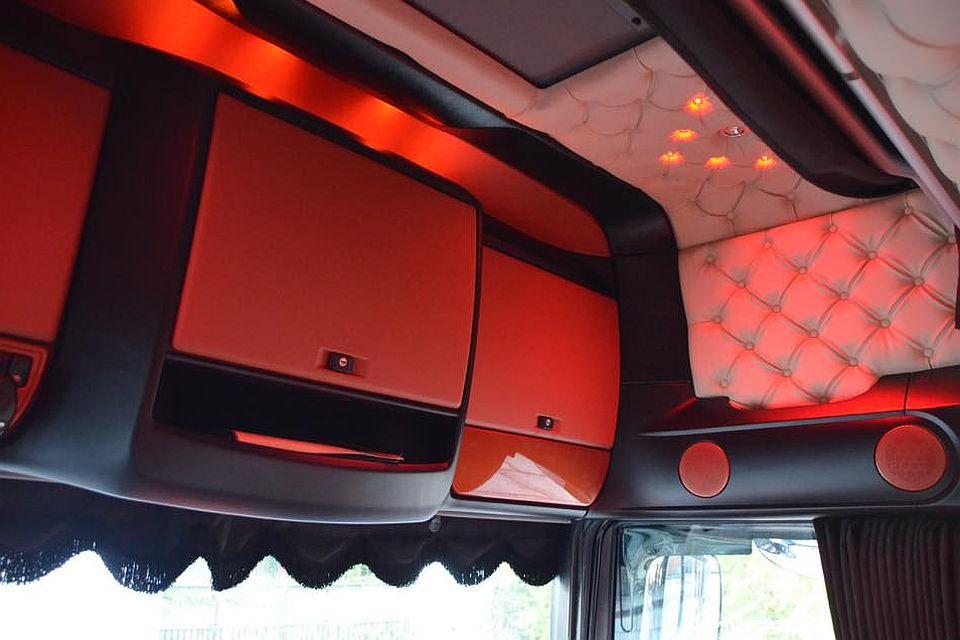 Voorbeelden truckbekleding royal class truck interiors for Hoogebeen interieur bv