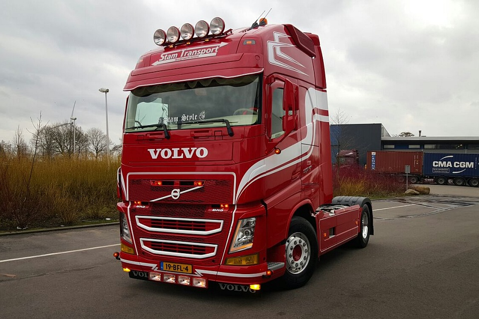truck interieur volvo fh4 stam transport. Black Bedroom Furniture Sets. Home Design Ideas
