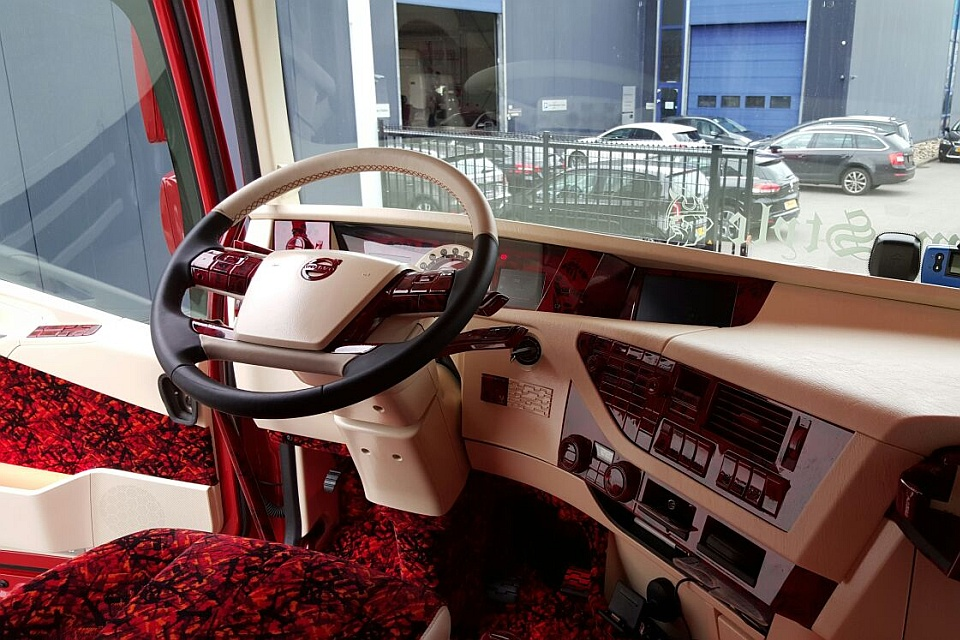 Truck interieur volvo fh4 stam transport for Interieur styling vacatures