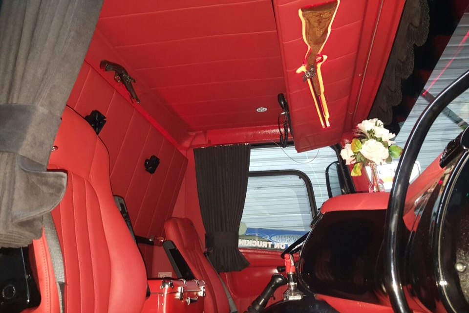 Truckbekleding daf cf willem diepeveen for Interieur styling vacatures